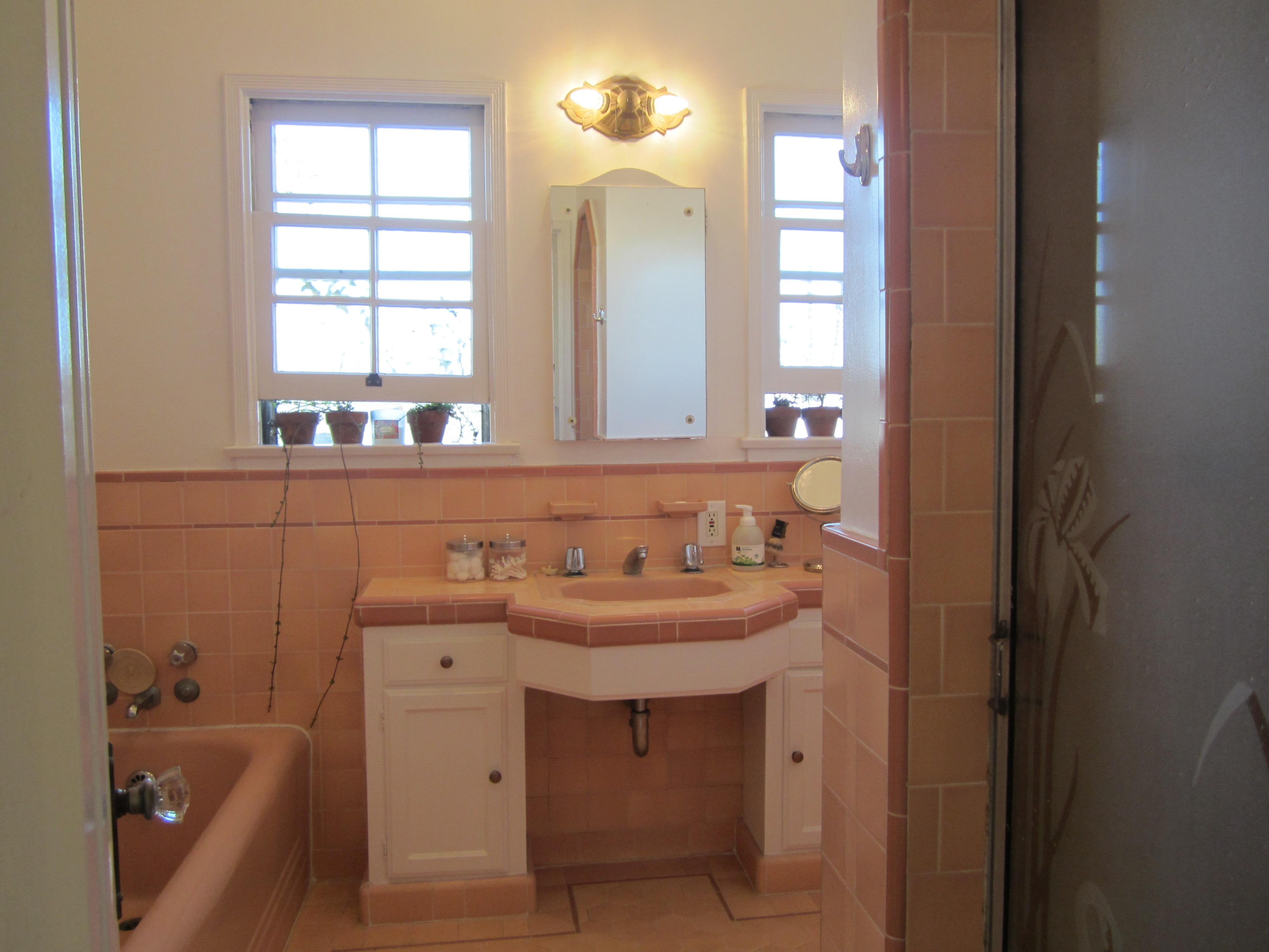 Masselin Avenue Art Deco Apartment Bathroom |