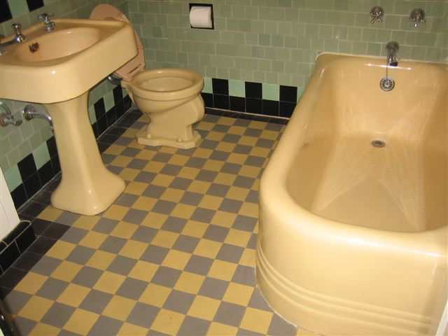 Cloverdale Avenue Historic Art Deco Bathroom |