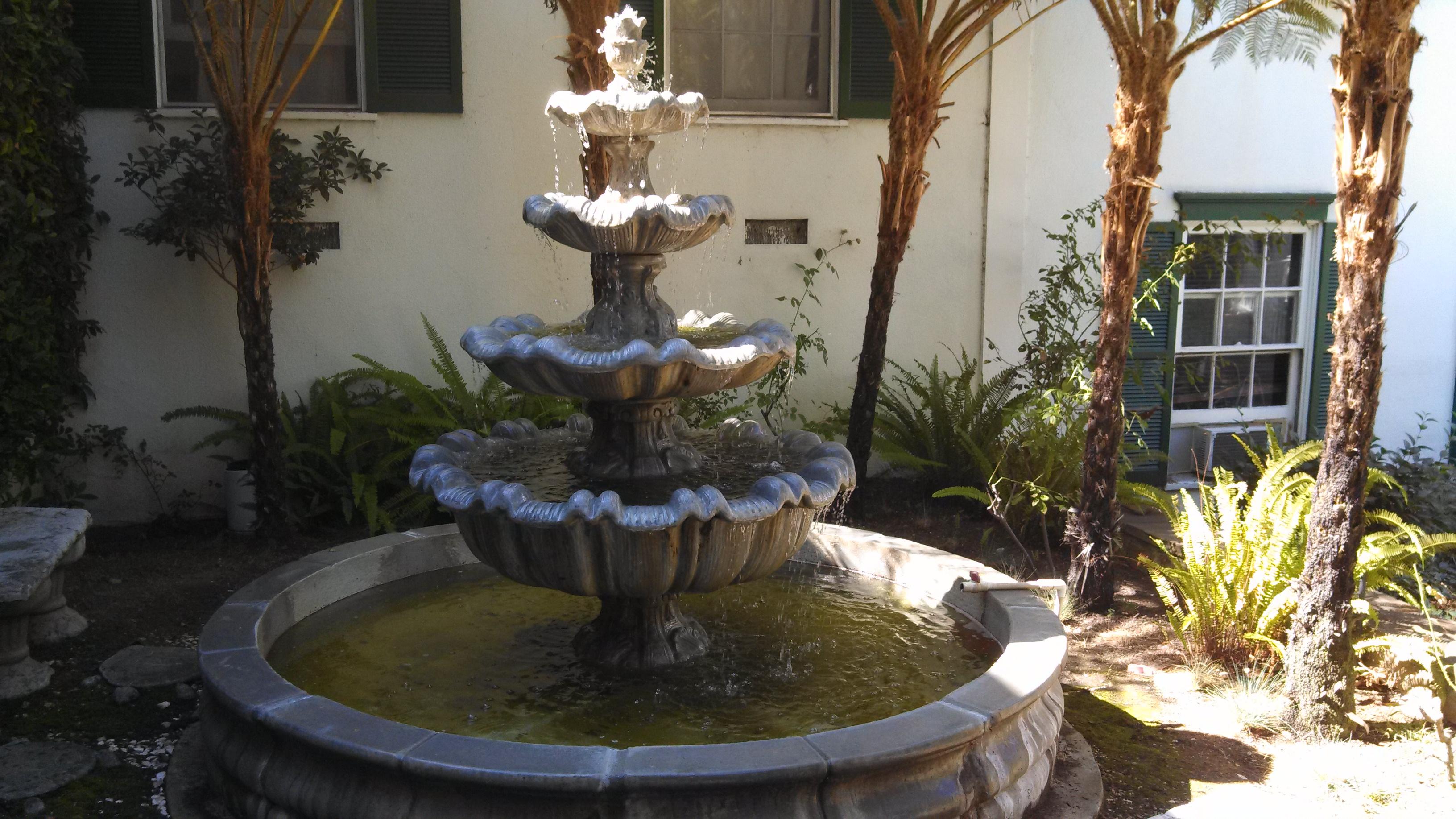 Los Feliz Art Deco Fountain |